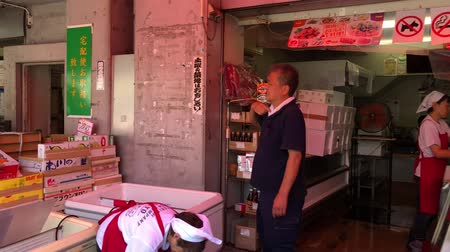 tsukiji : Tokyo, Japan - August 2018: Small shops selling sea food at Tsukiji Outer Fish Market, worlds largest wholesale fish and seafood market