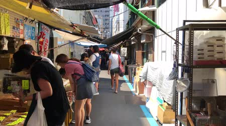 atum : Tokyo, Japan - August 2018: Small shops selling sea food at Tsukiji Outer Fish Market, worlds largest wholesale fish and seafood market