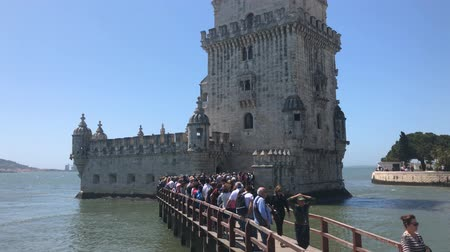 fortificação : Lisbon, Portugal, April 2018: View of the Belem tower at the bank of Tejo River in Lisbon with tourist crowd around