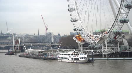 theems : London, United Kingdom - January 2019: Boats and Thames River in Central London with London Eye Pier