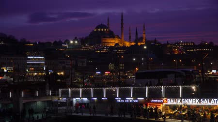 ottomaans : istanbul, Turkey - March 2019: Suleymaniye Mosque during sunset in Eminonu district