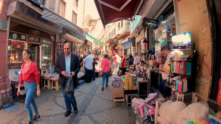 nekvalitní potraviny : Istanbul, Turkey - July 2019: People shopping in Eminonu district, the old city of istanbul near spice bazaar Dostupné videozáznamy