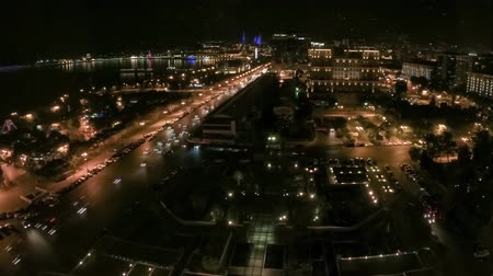бульвар : Azerbaijan Baku - July 2019: Baku city night view timelapse with night traffic and city lights Стоковые видеозаписи
