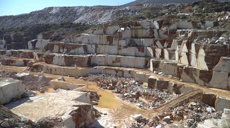 buldozer : Marble quarry pit with rocks and blocks of marble in Marmara island, Balikesir, Turkey Stok Video