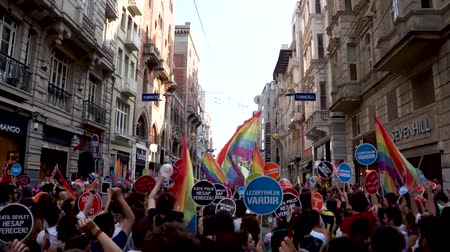 sexualita : Istanbul, Turkey - June 2013: People in Taksim Square for LGBT pride parade in Istanbul, Turkey. Almost 100.000 people attracted to pride parade and the biggest pride ever held in Turkey. Dostupné videozáznamy