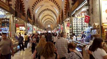 isztambul : Istanbul, Turkey - October 2019: The shops and crowds of people inside the Egyptian Spice Bazaar of Eminonu district, the old city of istanbul