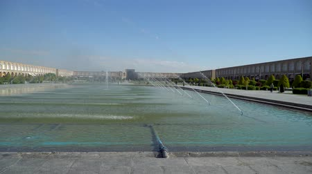 esfahan : Isfahan, Iran - May 2019: Fountains and pond in Isfahan Naqsh-e Jahan Square also called Imam Square Stock Footage