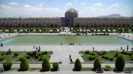 восточный базар : Isfahan, Iran - May 2019: Tourists and Iranian people in Isfahan Naqsh-e Jahan Square also called Imam Square