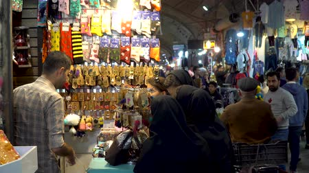 persie : Isfahan, Iran - May 2019: Tourists and local people shopping in Bazar Bozorg, also known as the Grand Bazaar, which is a historical market