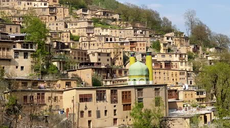 провинция : Masuleh, Iran - May 2019: Houses in traditional village of Masuleh in Gilan province Стоковые видеозаписи