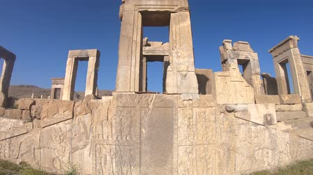 Persapolis, Iran - May 2019: Ruins of historical city of Persapolis in Shiraz Vídeos