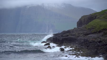 danimarka : Dramatic landscape scenery on Faroe Islands with waves hitting the shore. The nature of the Faroe Islands in the north Atlantic