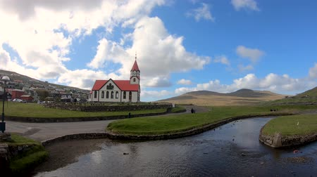 надгробная плита : Sandavagur, Faroe Islands - August 2019: The church in sandavagur on Vagar, Faroe Islands Стоковые видеозаписи
