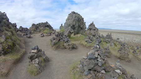 steinhaufen : Good luck cairns made of stones on a lava field called Laufskalavarda in southern Iceland