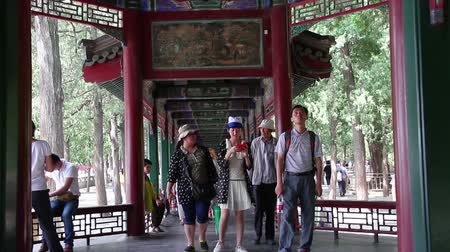 galeria : Beijing, China – June 29th,2014: The view of the famous painting gallery in Summer Palace at daytime with many tourists.