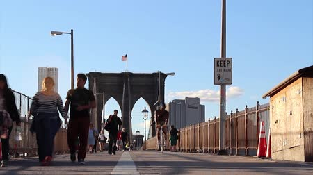 the suspension bridge : Walkway on the brooklyn bridge in New York City. Stock Footage