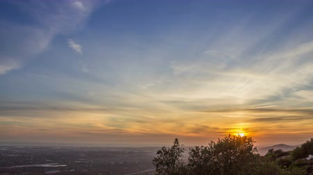 kopec : 4K Pan Timelapse Sunset and dusk country landscape, view from Algarve Cerro Sao Miguel hill, Portugal. Dostupné videozáznamy