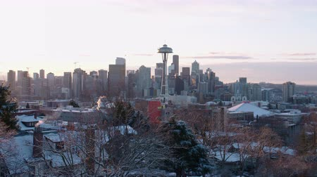 északnyugati : Morning Sunrise Timelapse Seattle Washington Downtown Winter Snow Covered City Stock mozgókép