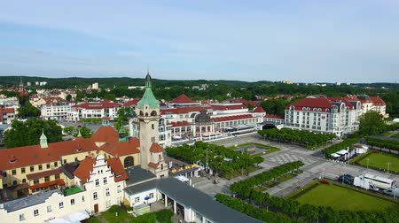 túmulo : Sopot, Poland - June 10 2017: Aerial view of the lighthouse against the Sheraton hotel in the background in morning time Stock Footage