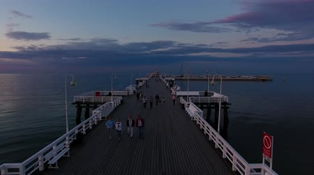 túmulo : Flight over the wooden pier in Sopot, Poland