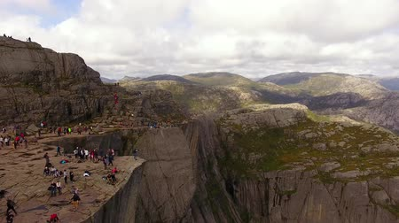fiorde : Large group of tourists on the Pulpit Rock in Norway in summer, aerial view