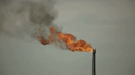 associados : Combustion of natural gas associated with oil production. Locked down, HD1080 - 25p