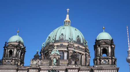 dom : Pan Shot of The Berliner Dom, Berlin Cathedral, On Museum Island In Berlin, Germany