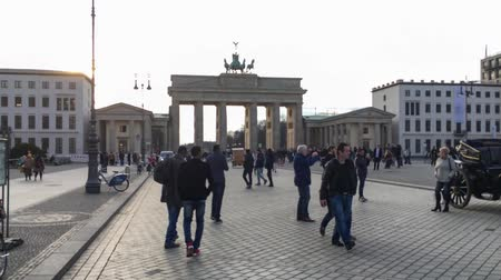 linden : BERLIN, GERMANY - MARCH 13, 2018: Walk On Famous Unter Den Linden Boulevard To Brandenburg Gate Stock Footage