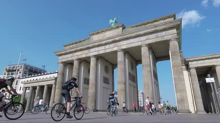 passerby : BERLIN, GERMANY - MAY 20, 2018: Tourists At Brandenburger Tor, Brandenburg Gate, In Berlin, Germany Stock Footage