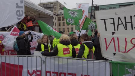 trattativa : BERLIN, GERMANY - FEBRUARY 13, 2019: Demonstration of German Trade Unions Verdi, GEW, GdP At Brandenburger Tor In Berlin, Germany