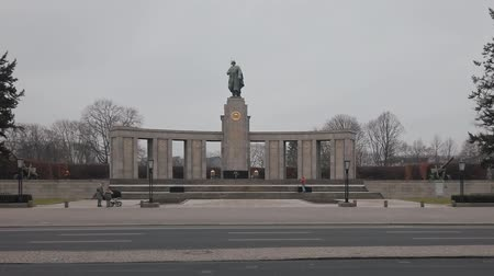 comemoração : BERLIN, GERMANY - FEBRUARY 13, 2019: Soviet War Memorial in Berlin-Tiergarten In Winter