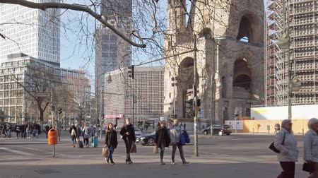 memorial day : BERLIN, GERMANY - FEBRUARY 17, 2019: Tourists At Traffic Lights In Famous Kudamm Shopping Street In Front of Memorial Church In Berlin, Germany Stock Footage