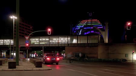 binnenstad : BERLIN, GERMANY - APRIL 21, 2019: Timelapse: Traffic At Metro Station Nollendorfplatz In Berlin, Germany At Night With Motion Blur Stockvideo