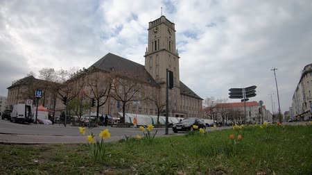 rathaus : BERLIN, GERMANY - APRIL 13, 2019: Timelapse: Traffic And Market At Rathaus Schoneberg, City Hall For The Borough of Tempelhof-Schoneberg In Berlin, Germany
