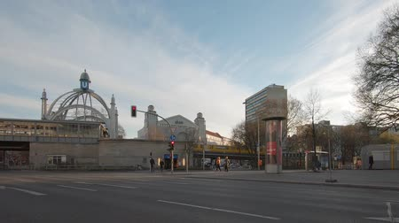 binnenstad : BERLIN, GERMANY - APRIL 17, 2019: People And Traffic At Metro Station Nollendorfplatz In Berlin, Germany In The Evening In Spring