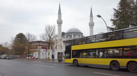 berliner mauer : BERLIN, GERMANY - NOVEMBER 18, 2019: Yellow BVG Bus At A Bus Stop In Front of Sehitlik Mosque In Berlin, Germany