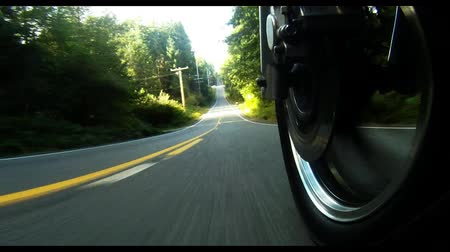 motorkerékpár : Big V-Twin Motorcycle Ride Road Level Front Wheel View Rural Highway