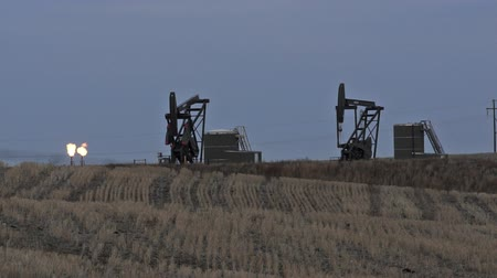 csővezeték : North Dakota Oil Pump Jack Fracking Crude Extraction Machine Stock mozgókép