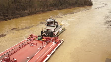 運輸 : Tugboat Pushes Barge Up Licking River Nautical Transport Vessel