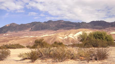 alpy : Clouds Pass Desert Floor Rugged Mountains Death Valley