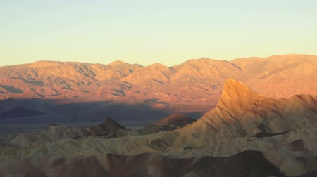горный хребет : Sunrise Badlands Amargosa Range Death Valley Zabriskie Point