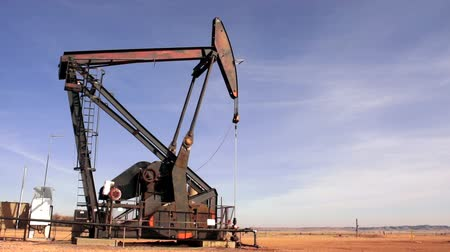 North Dakota Oil Pump Jack Fracking Crude Extraction Machine Stok Video