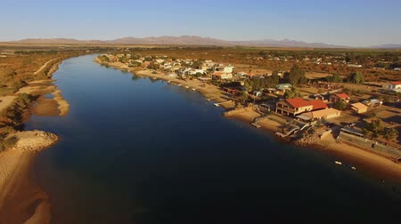 contornos : An Aerial view of the homes and waterfront in Moses Lake, WA