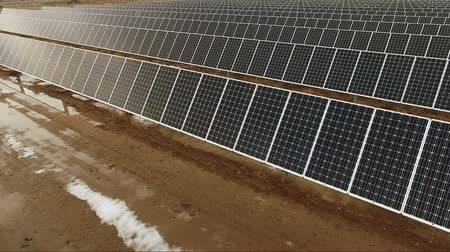 kolektor : Large Green Alternative Energy Solar Power Farm Sun Collecting Panels