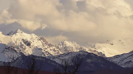 Clouds Roll Over High Peaks Alaska Mountain Range Stok Video