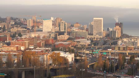 barışçı : The Highway 509 Interchange flows off I-5 into Downtown Tacoma Stok Video