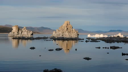 cálcio : Fast Motion Rendering of Mono Lake California at Dusk