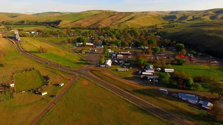 poczta : Stationary Shot Over the Highway and Starbuck in Eastern Wahington