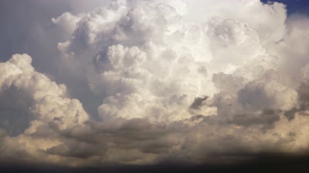 mais alto : Dramatic Cloudscape Late Afternoon Sky Cumulonimbus Clouds Grow Higher