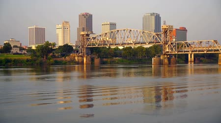 palmo : The Arkansas River Flows by the Waterfront of Little Rock Vídeos